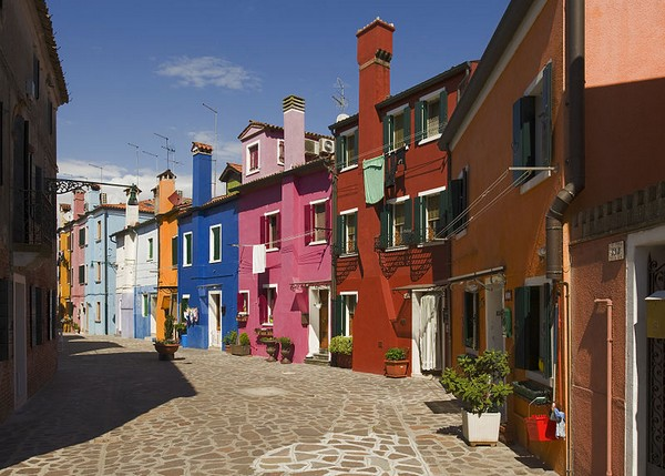 Rue colorée de Burano en Italie