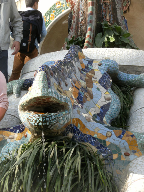 Salamandre en céramique designée par Antoni Gaudi