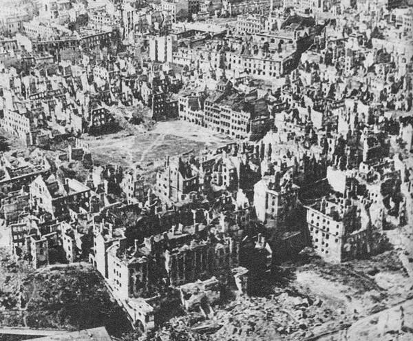 Varsovie à la fin de la seconde guerre mondiale